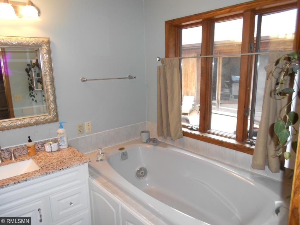 Owner's suite private bath with separate walk in shower and Jacuzzi tub.