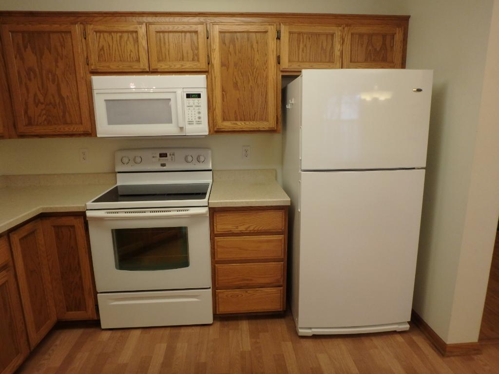Ample oak kitchen cabinetry
