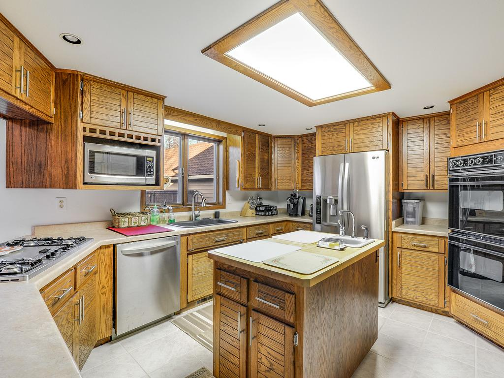 Large inviting Kitchen, open floor plan with great lighting and entertainment options.