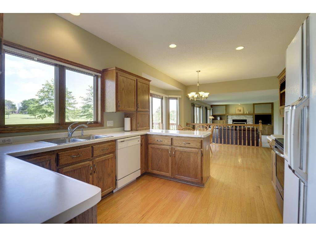 Hardwod floors - views of the golf course - spacious countertops - lots of cabinets and storage space... You'll enjoy preparing meals here...