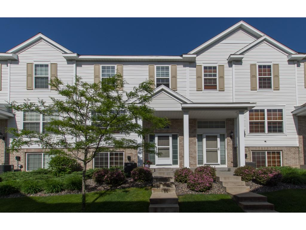 Welcome to 872 Ledgestone in Mahtomedi. Just minutes from I694 for easy commuting.