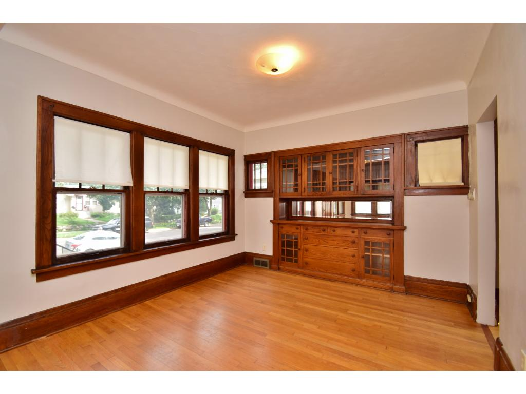 Hardwood floors and cove ceilings.