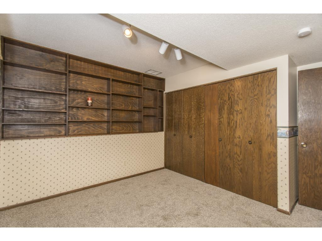2nd LL bedroom with built-ins