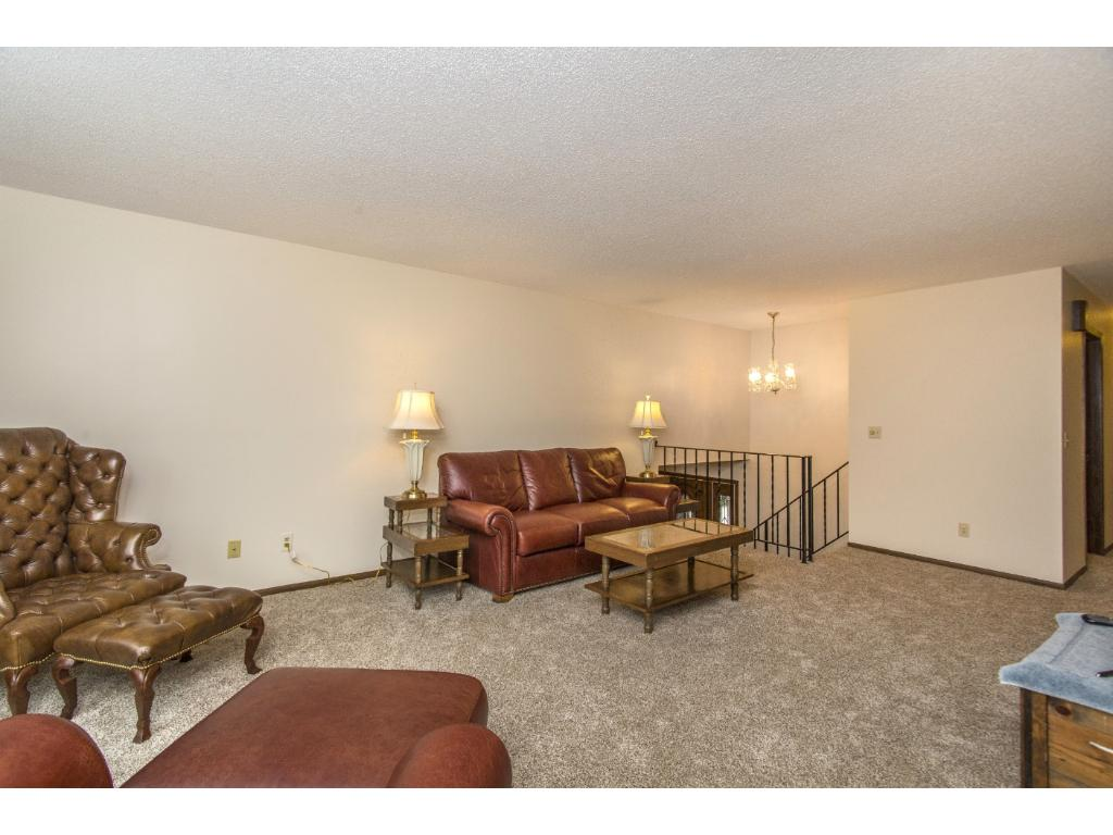Great living room with plenty of room for entertaining