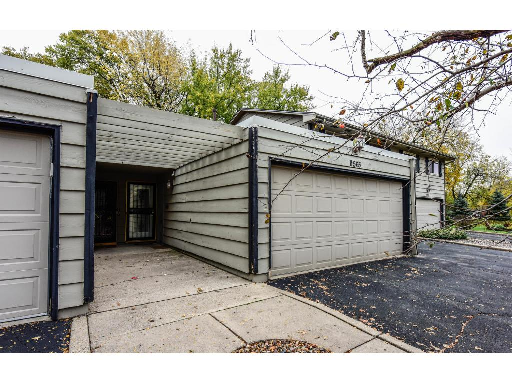 Great townhome in a demand Bloomington location that's close to the Mall of America and numerous parks and schools!