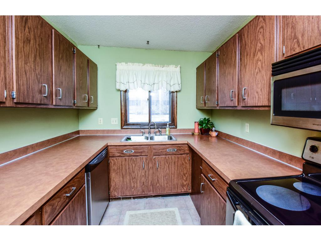 Wonderful gourmet kitchen with plenty of cabinet  space, and newer stainless appliances and flooring!