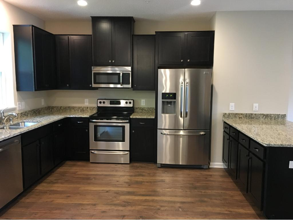 Merveilleux What A Stunning Kitchen, With Stainless Steel Appliances, Vented Out  Microwave, And All