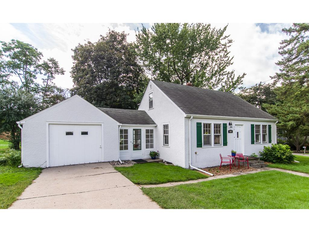 Beautiful 1940 Vintage Home Near Parks and Trails