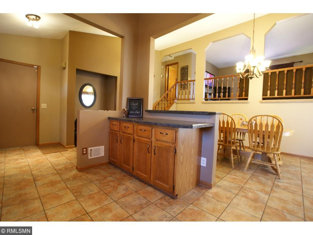 Great built in sitting place just off of the front and garage entrances.