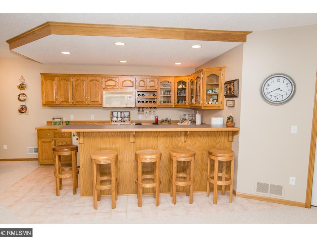 Large full wet bar in spacious family room. Great place for entertaining.