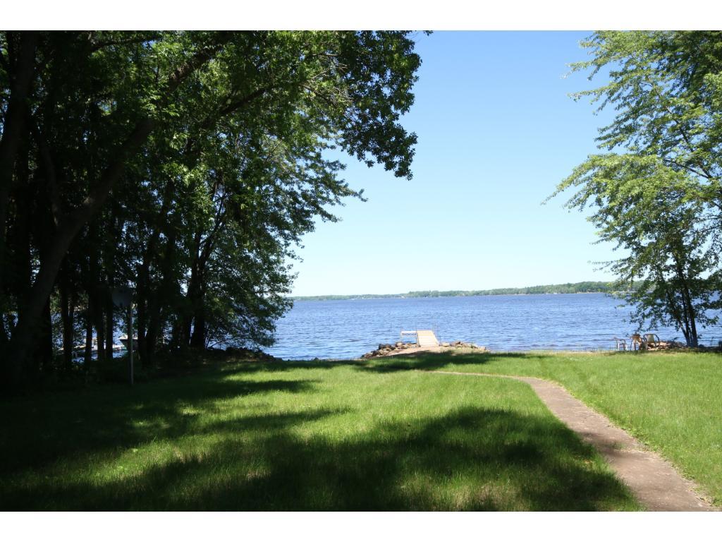 Breathtaking Lakeside Living!