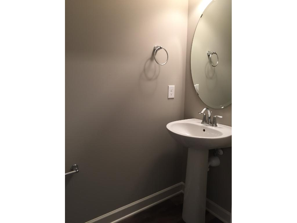 Upper level secondary bath