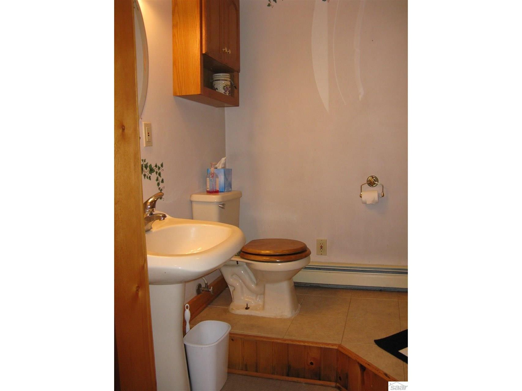 This 3/4 bath is conveniently located off the entry