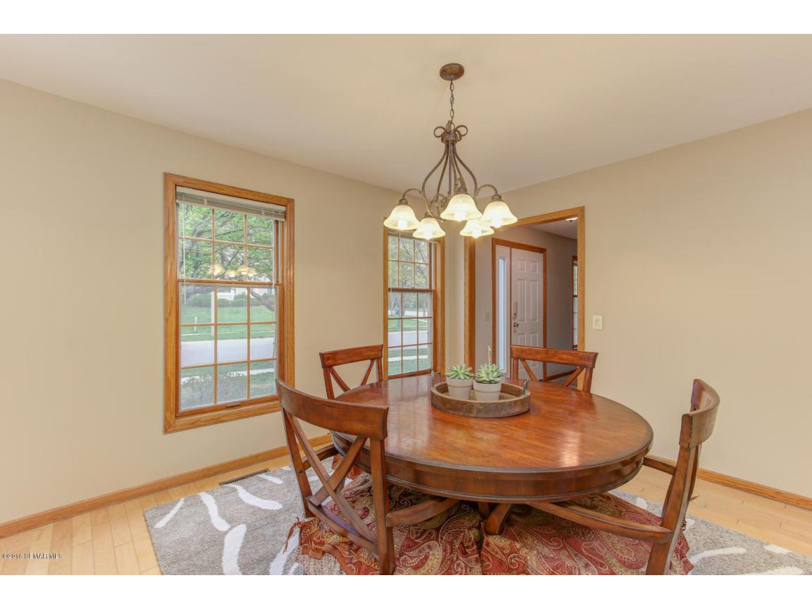 1008 21st Ave SW Rochester MN-large-011-
