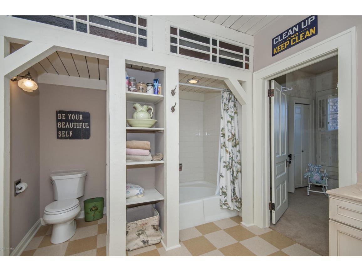 46-second level Bathroom
