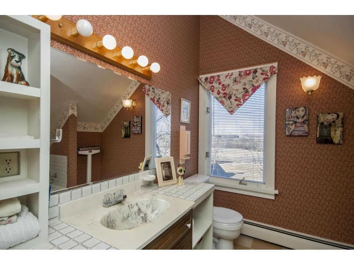 53-third floor Bathroom