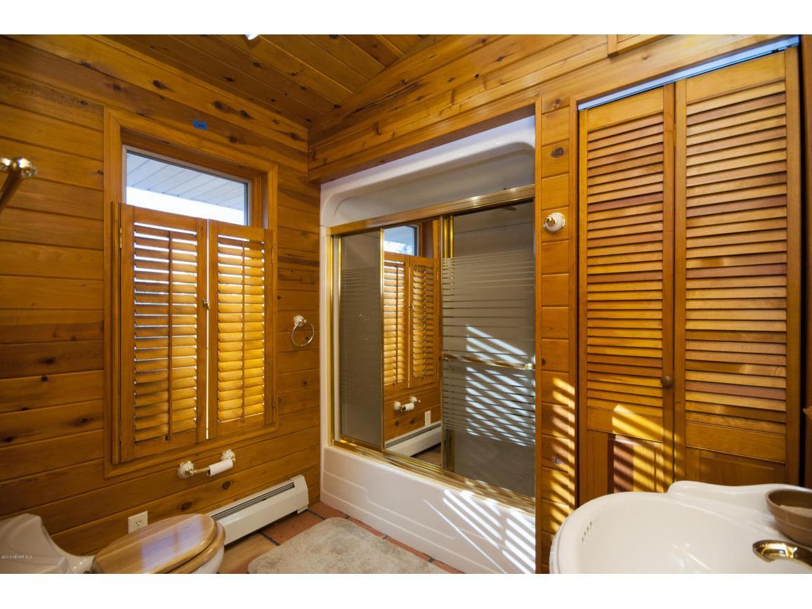 61-Guest House Bathroom