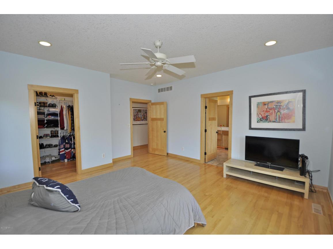 Master Bedroom-Main Floor