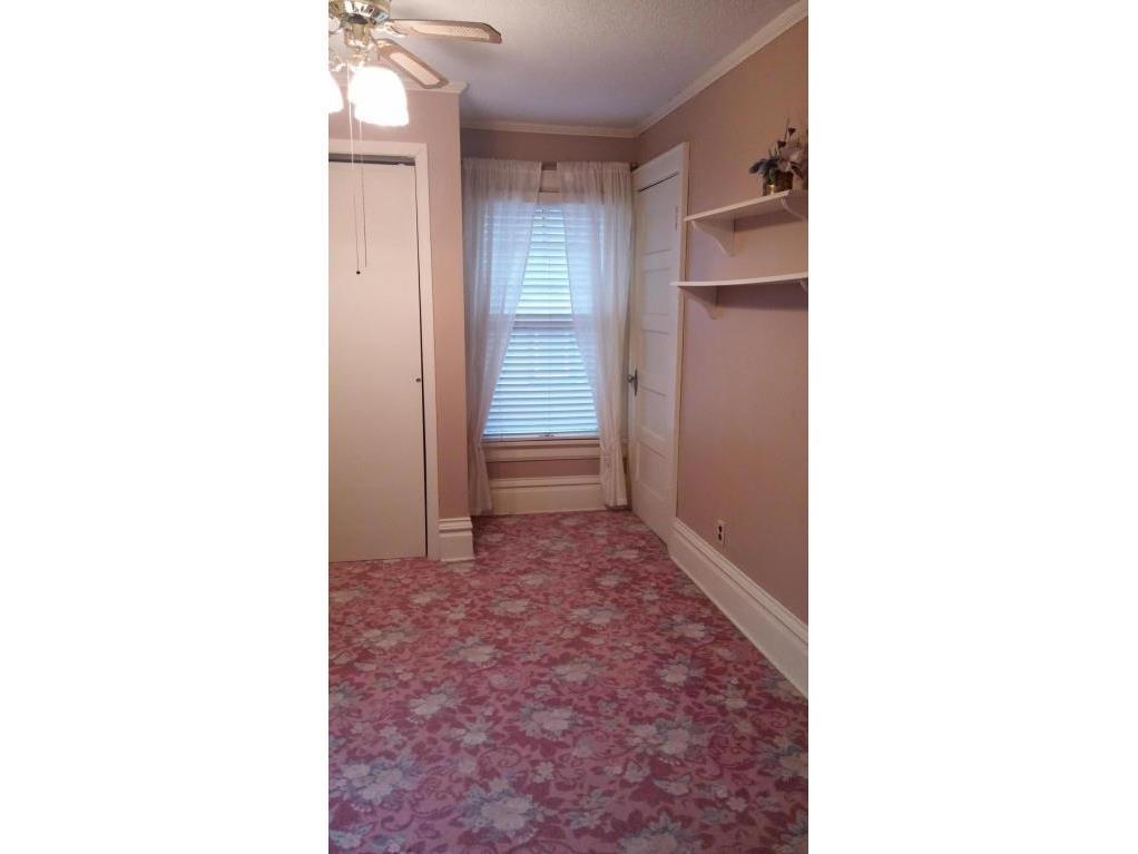 417 walk-in closet