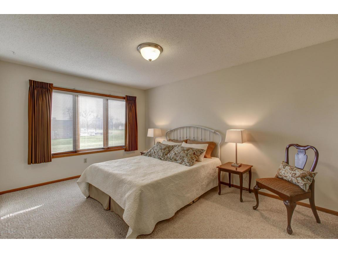 885 15th Ave SE Rochester MN-large-009-1