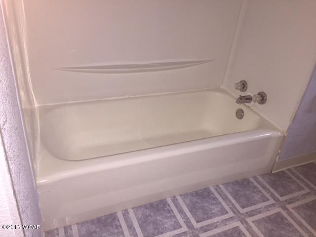 107 8th Bathtub