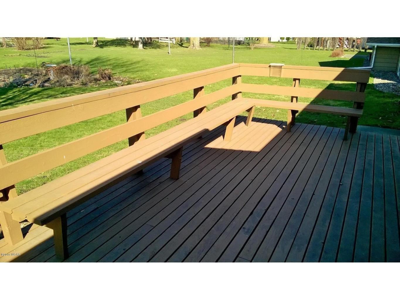Large Deck w/bench